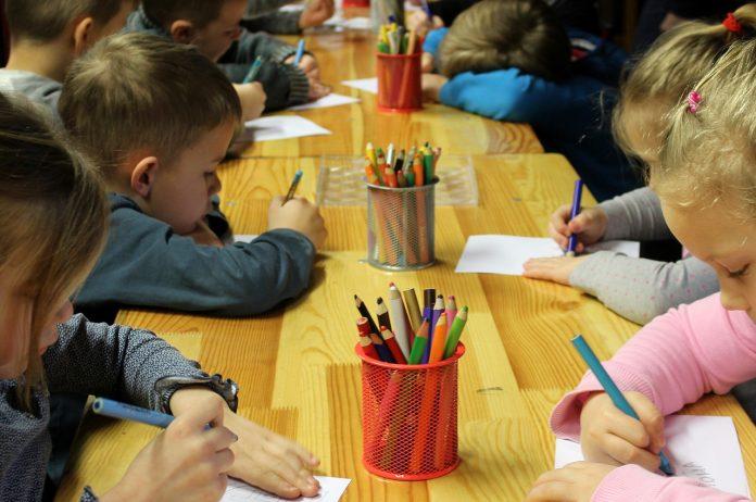 Dzieci rysują